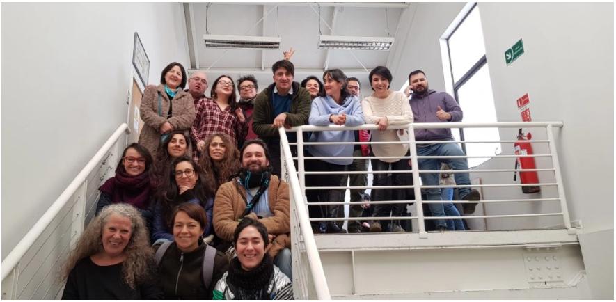 Verónica García-Huidobro es un referente latinoamericano en Pedagogía Teatral, esta publicación viene a celebrar sus cuatro décadas dedicadas a las artes escénicas.